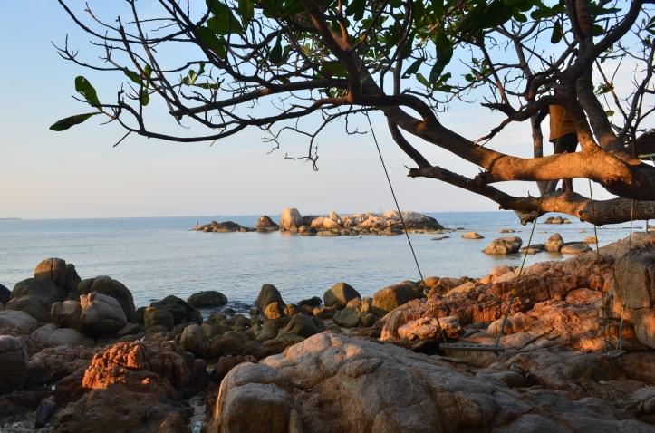 Pemandangan dari Tebing Tertinggi di Pantai Trikora